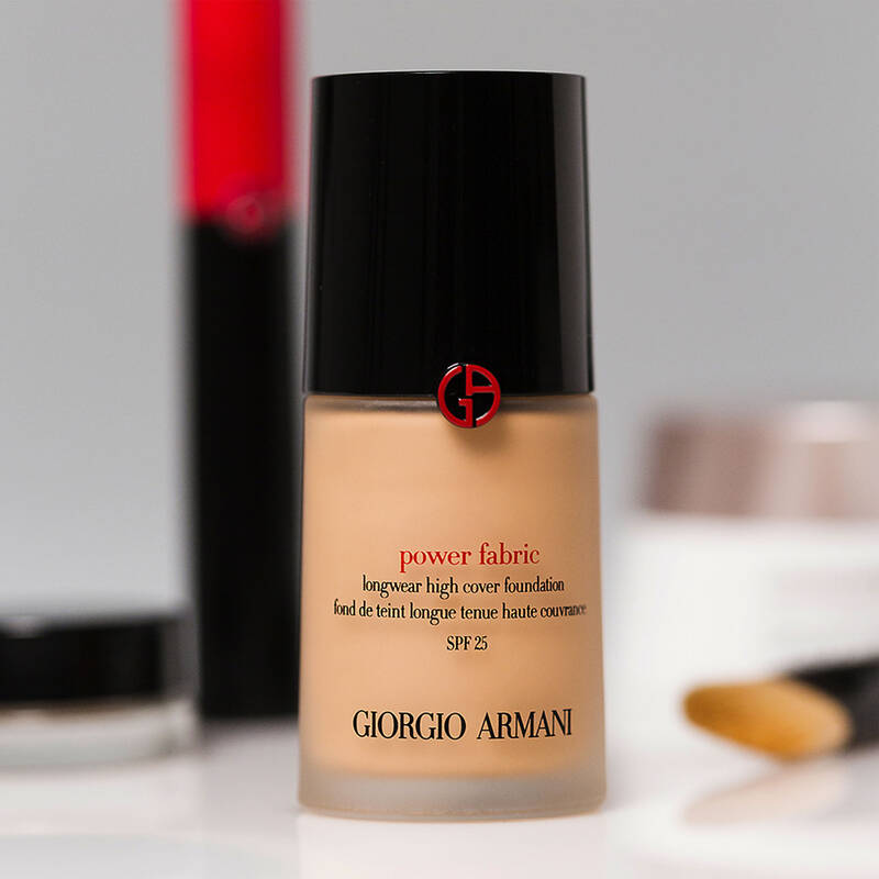 Armani Beauty - Power Fabric Foundation - 18